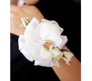 hw0_wrist-phalaenopsis-orchid-mini-roses